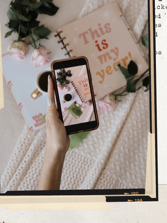 phoneflatlay.jpg
