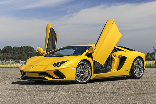 Lamborghini Aventador   A partir de