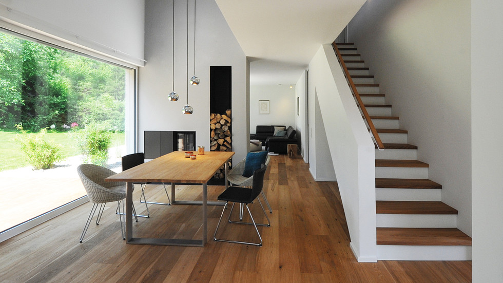 Esszimmer mit Treppe und Galerie