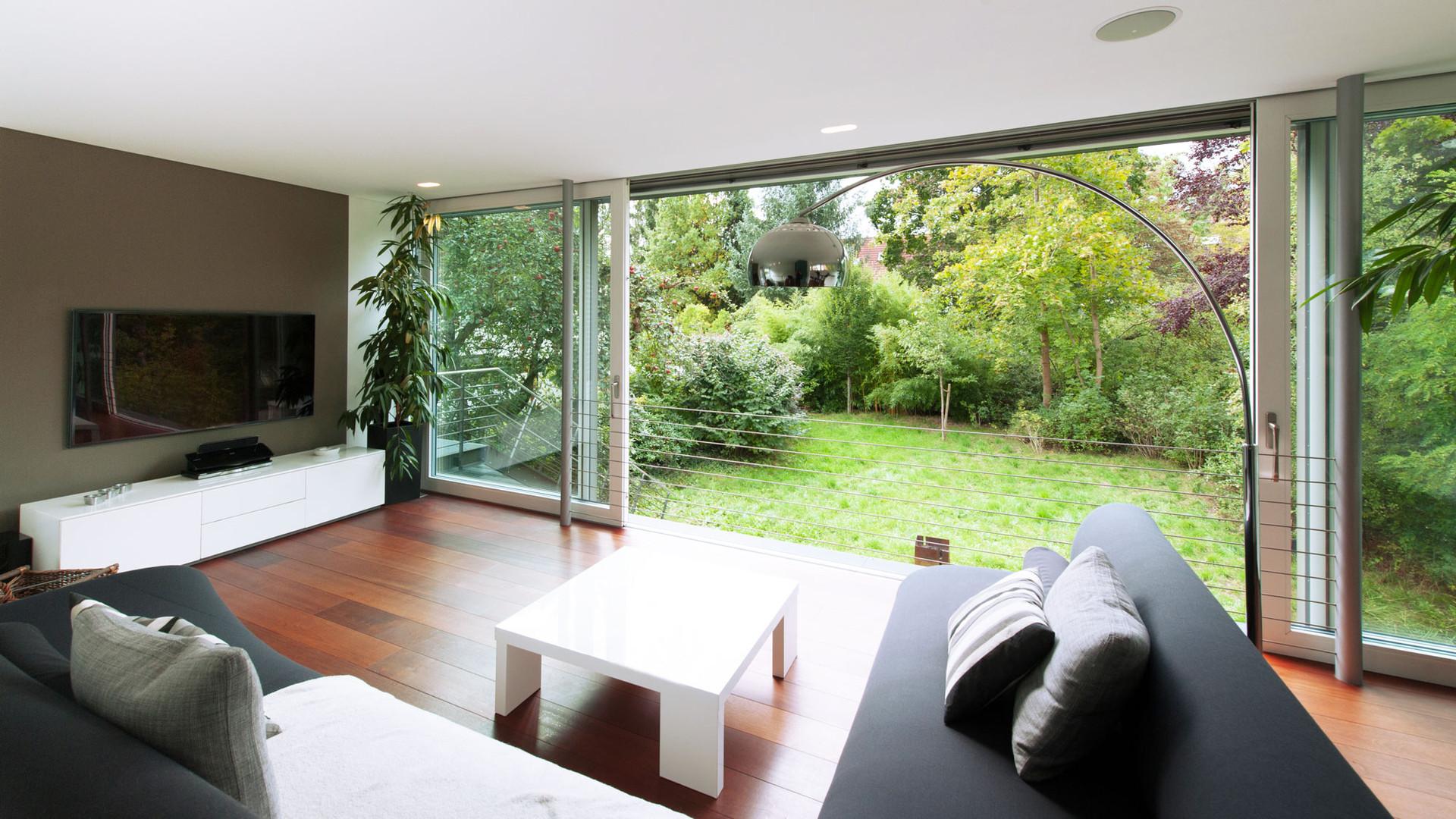 Wohnzimmer mit Blick in Garten