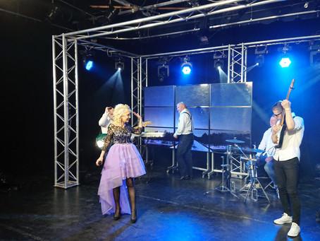Певица Инесса появится с новой песней в эфире канала «Теледом»