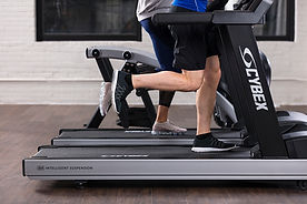 V-Series-treadmill-two-runners-feet_mr.j