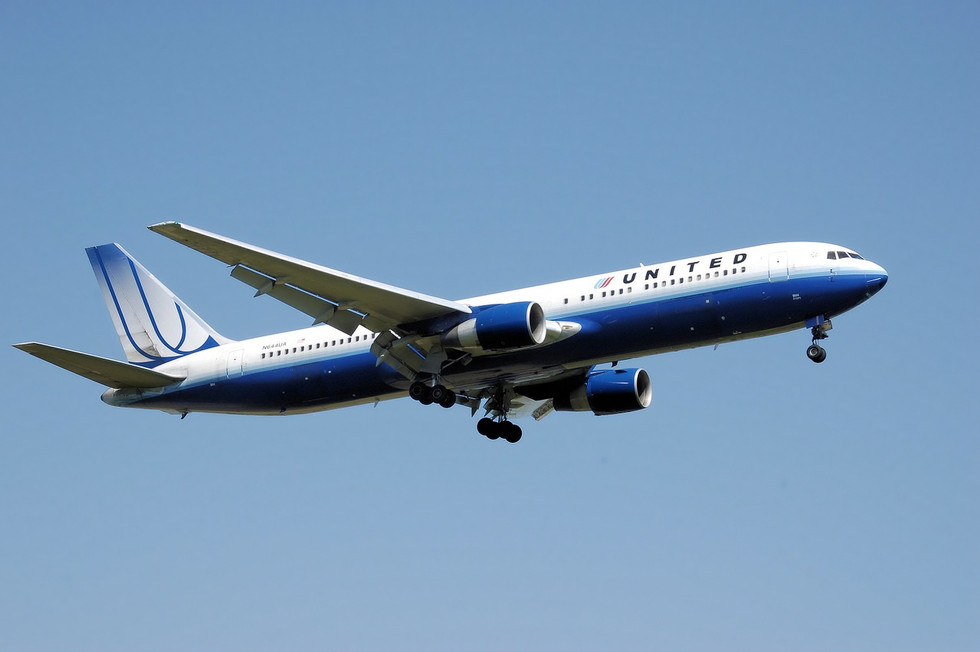 United 1 airplane-744865_1280.jpg