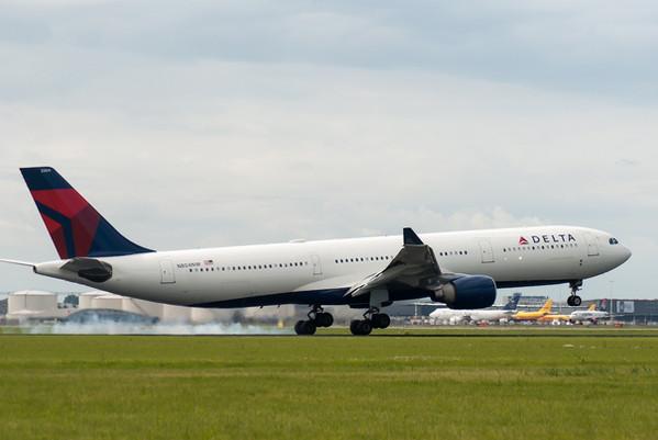Delta plane-2633883_1920.jpg
