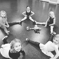 They were ready for a fun last day before the holiday break! #danceismylife #ilovemyjob#dancekids#ge