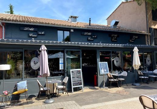 Restaurant L'Aile ou la Cuisse in St Remy.jpg