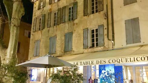 Table des Coquelicots