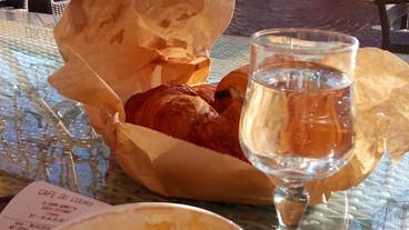 Cafe du cours croissants.jpg