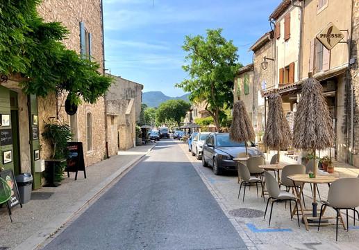 Main road Eygalières.jpg