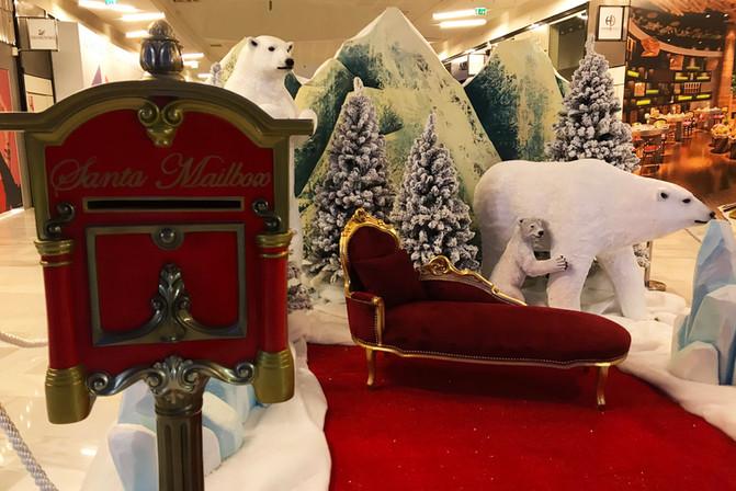 Trône du Père Noël avec Ours Polaire
