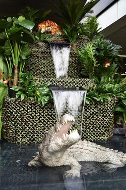 Cascade Végétale avec Jaguar et Crocodile