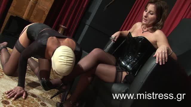 Worship Mistress Astoria's feet and be Her doormat