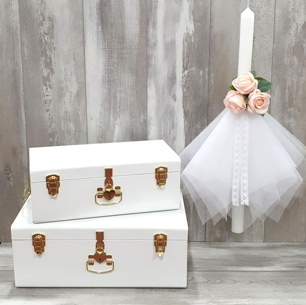 Storage trunk with mini skirt tulle candle.