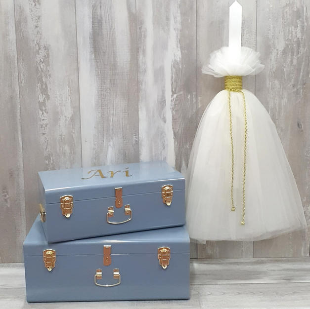 Personalised storage trunk and cord with tulle candle.