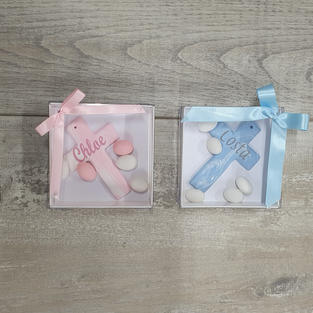 Handmade 10cm, personalised marbled cross in square box with sugared almonds. Also available in other colour variations.