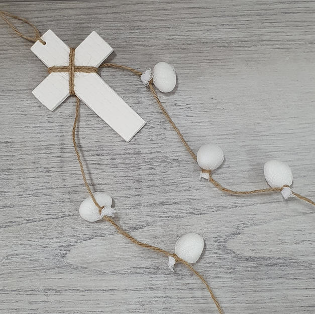 Handmade 10cm Mykonos cross with individually wrapped sugared almonds. Five designs to choose from in this range.