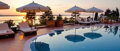 プールサイドホテル
