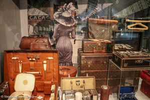 Tassen Museum: Accessories are a Girl's Best Friend