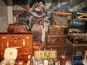 Tassen Museum: Accessories are a Girl's Best Friend
