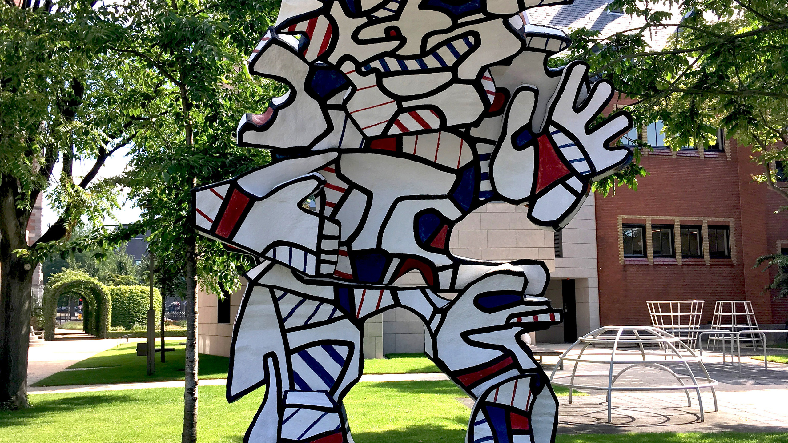 This imposing figure, conceived for the never executed Welcome Parade commission for the National Gallery of Art in Washington, greets visitors with a courtly bow. The name Dubuffet gave the figure is untranslatable. Alongside his visual art, the artist enjoyed playing with language and combined poetry with discourses on his own work.