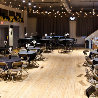 Auditorium banquet style round tables 2.