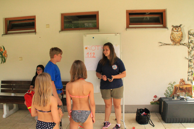 Ausbildung Theorie im Schwimmbad