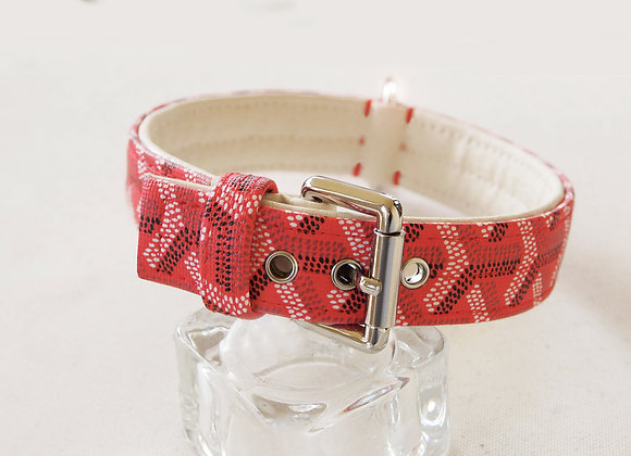 Red French design collar
