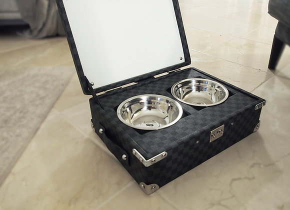 Bowls for dog, cat in travel trunk style LV