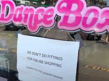 Dlaczego sklepy stacjonarne są traktowane jako przymierzalnie dla sklepów internetowych