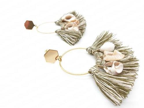 Boucles d'oreilles, pompon et coquillages