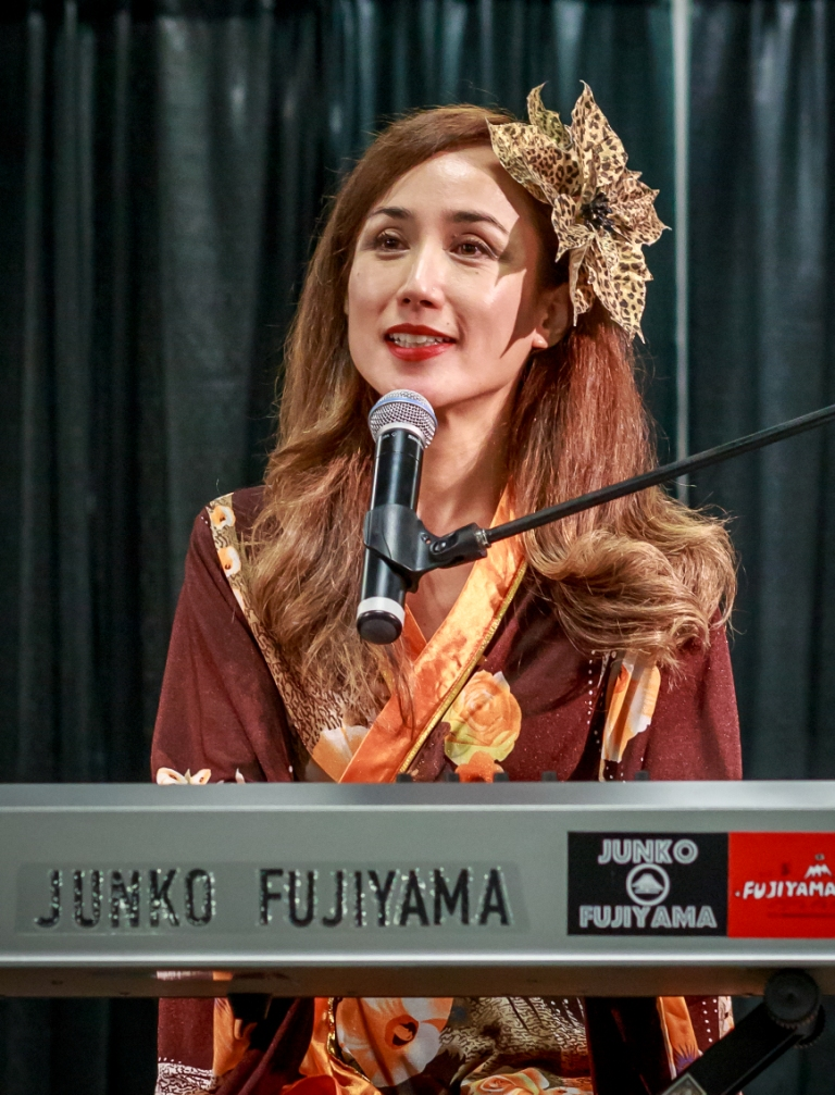 Junko Fujiyama Performs