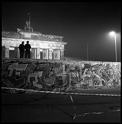The wall at brandenburg Gate.jpg
