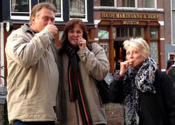 Bennie Tania & Jan smoking pot
