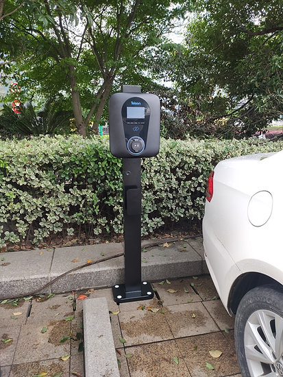 Free standing mount for EV charger