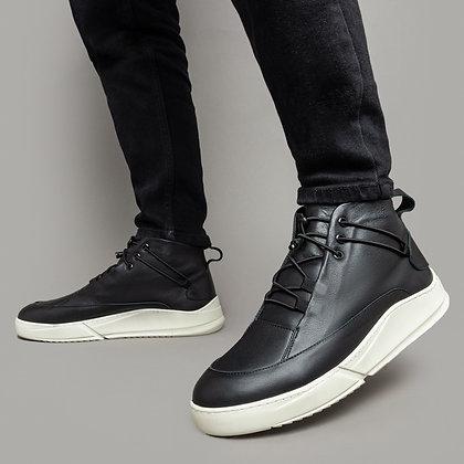 Зимние кожаные ботинки на белой подошве