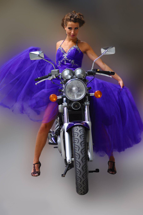 Robin Wagenvoort - Model in purple dress
