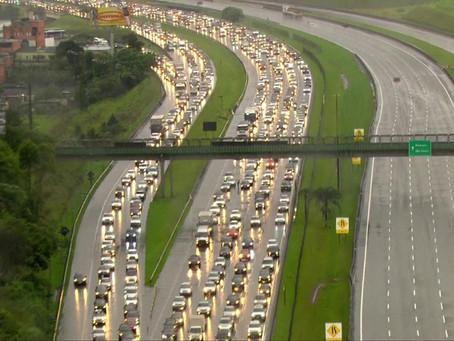 Estradas de SP registram lentidão na volta do feriado prolongado da Proclamação da República