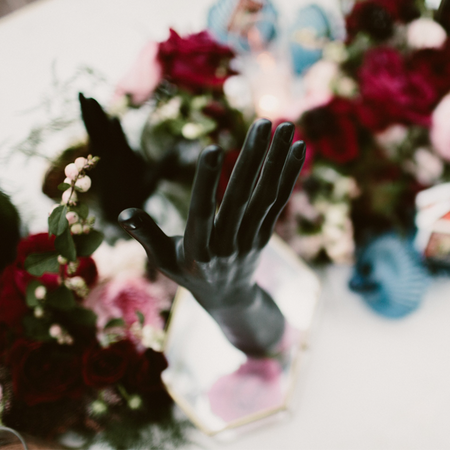 mannequin hand square.png