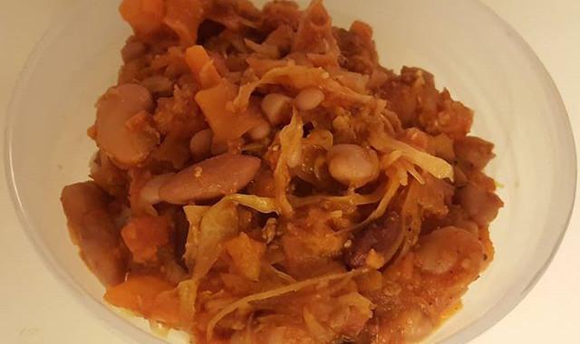 Wholewheat rice, vegetarian Bolognese sauce, mixed beans and sauerkraut 😊
