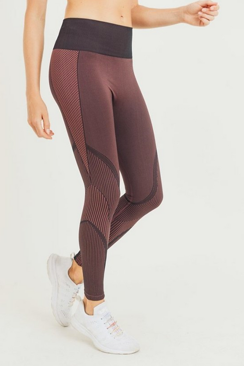Leggings with scallop detail and mesh