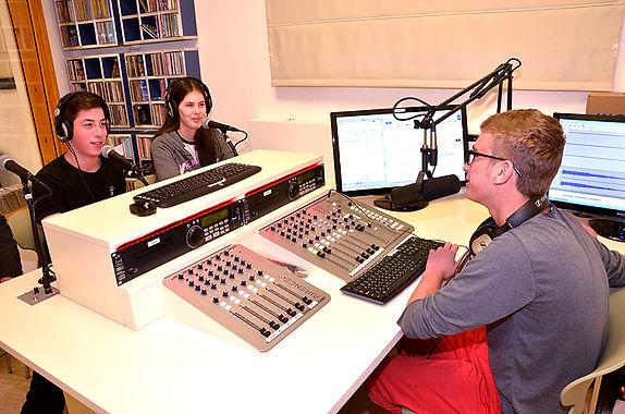 רדיו אחר - רדיו בתיכון