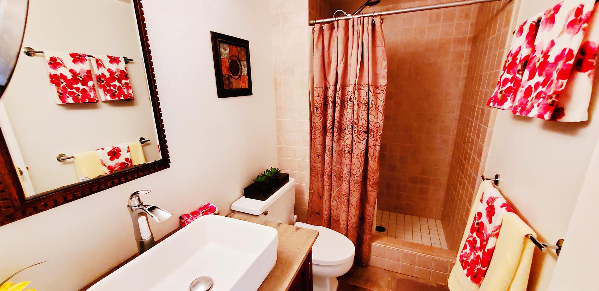 upstair bathroom.jpg
