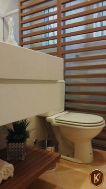 Banheiro com divisória.png