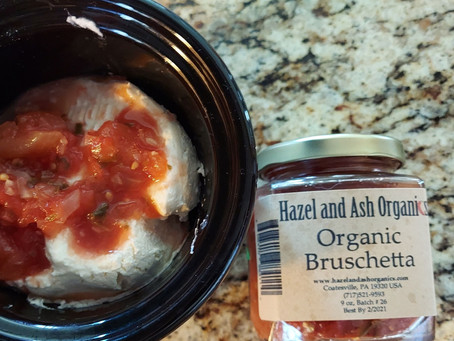SIMPLE CROCKPOT BRIE CHEESE WITH BRUSCHETTA
