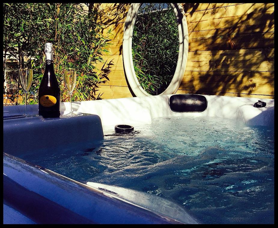 Hot tub, champaine, sunshine