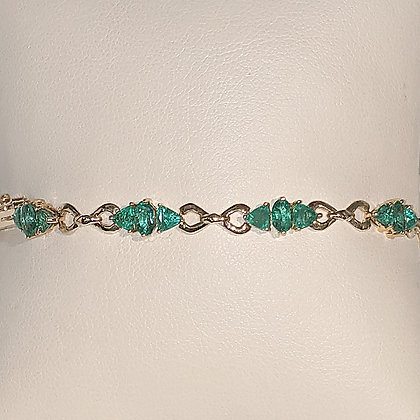 Contemporary Emerald Bracelet in Yellow Gold