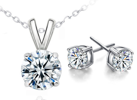 What are the most often purchased diamond pieces at Christmas?
