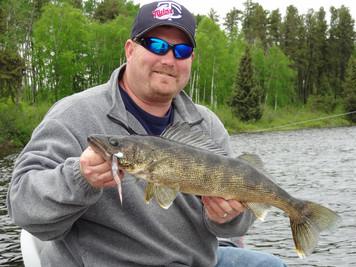 fly in walleye fishing