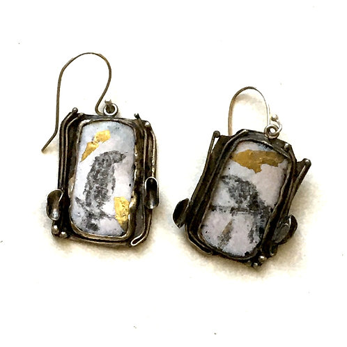 Drop earrings of crows in graphite and gold