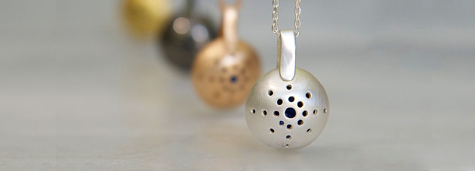 charms-necklaces-all-5780-banner.jpg